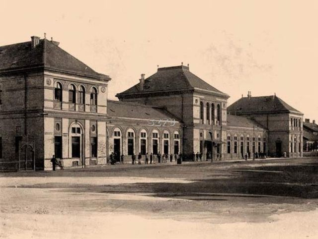 04.-Az-állomásépület